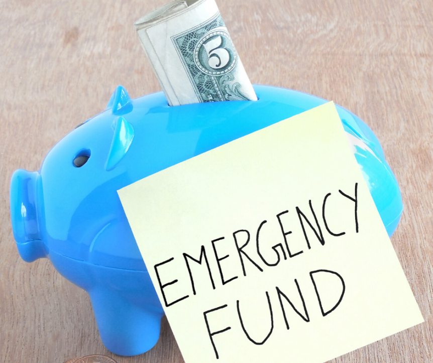 piggy bank with emergency fund post it